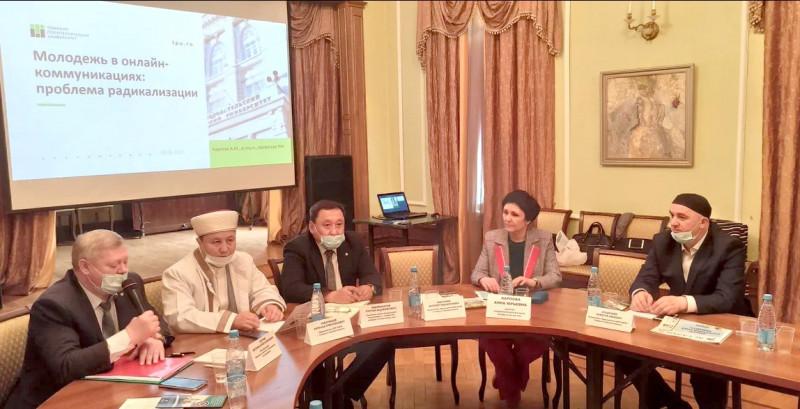 Восьмое заседание дискуссионного клуба евразийской исламской молодежи
